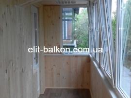 vnutrennjaja-obshivka-balkona-derevom-elit-balkon-harkov-031